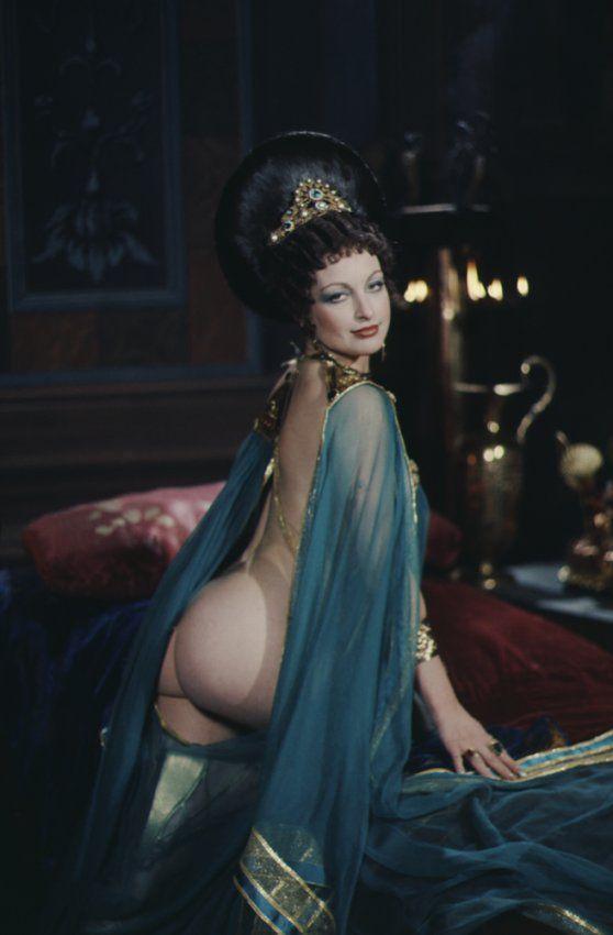 Поезде смотреть порно фильмы про оргии императоров и императриц голой