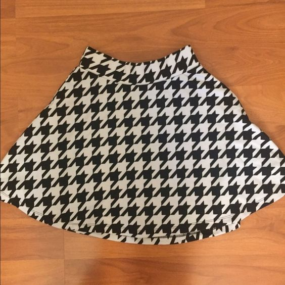 Houndstooth Skater Skirt Like new. Very soft and comfortable to wear. Skirts Circle & Skater