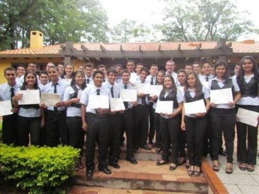 Estudiantes ganan primer premio entre 101 concursantes   PAIS   LANACION.com.py