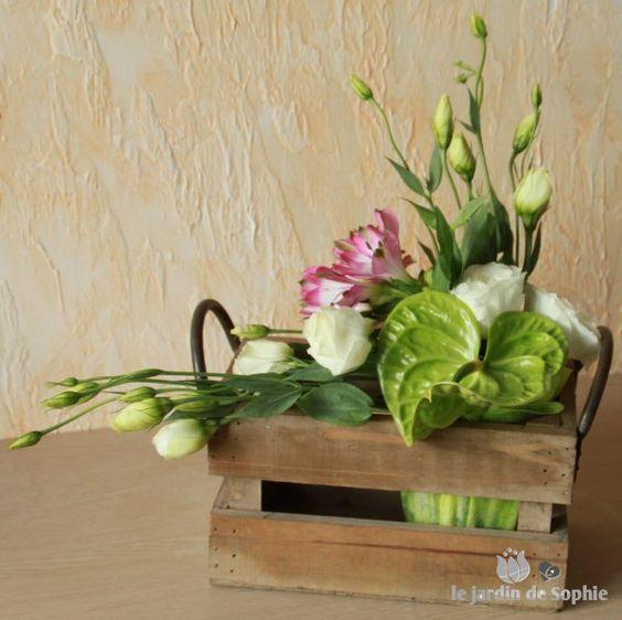 montage floral dans caisse en bois recherche google d coration florale pinterest fleuri. Black Bedroom Furniture Sets. Home Design Ideas