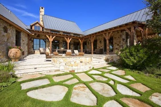 Barn houses rustic french and houses in texas on pinterest for Barn houses in texas