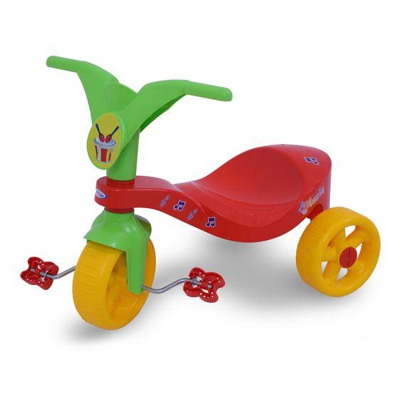 0744.6 - Triciclo Pop Music | Triciclo de pequeno porte, super colorido, com excelente acabamento e brilho. A grande inovação neste modelo é o sistema de encaixe das rodas traseiras, garantindo assim uma maior resistência. Vem com adesivos para a criançada decorá-lo como quiser. | Faixa Etária: +2 anos | Medidas: 55 cm | Triciclos | Xalingo Brinquedos | Crianças