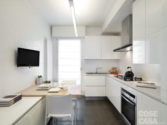 In cucina la composizione angolare consente di sfruttare anche la ...