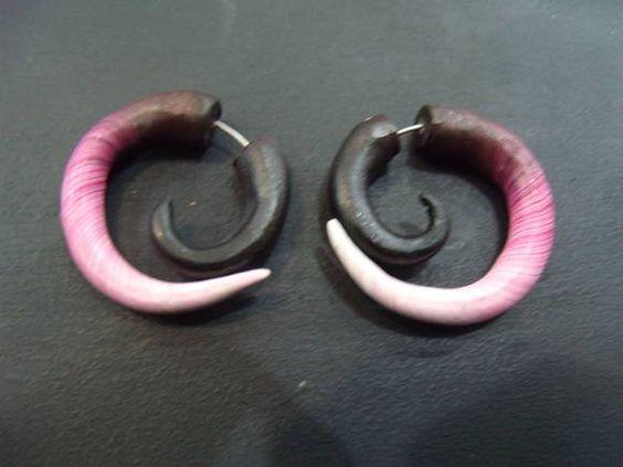 Falso Alargador Espiral Feito em cerâmica plástica R$ 30,00  www.elo7.com.br/dixiearte