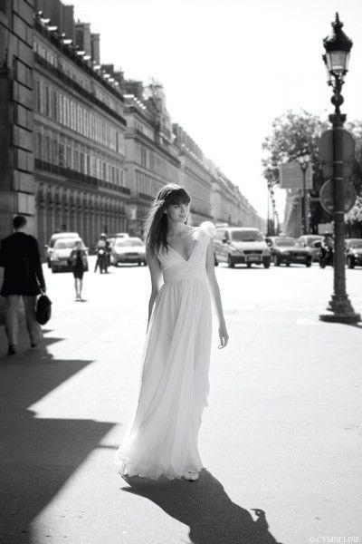 (Foto 23 de 59) Cymbeline, una de las más prestigiosas firmas francesas de moda nupcial, te ofrece diseños únicos y originales que resultan ideales para una boda por lo civil., Galeria de fotos de Vestidos de Novia Boda Civil: Consejos e Ideas