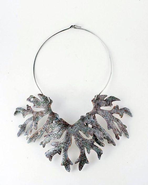 Marilyne Fontenelle - collier zinc, pigment, feuille d'argent, argent: