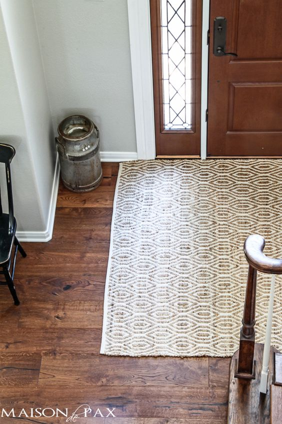 Love this neutral cotton and jute rug in the entryway | maisondepax.com