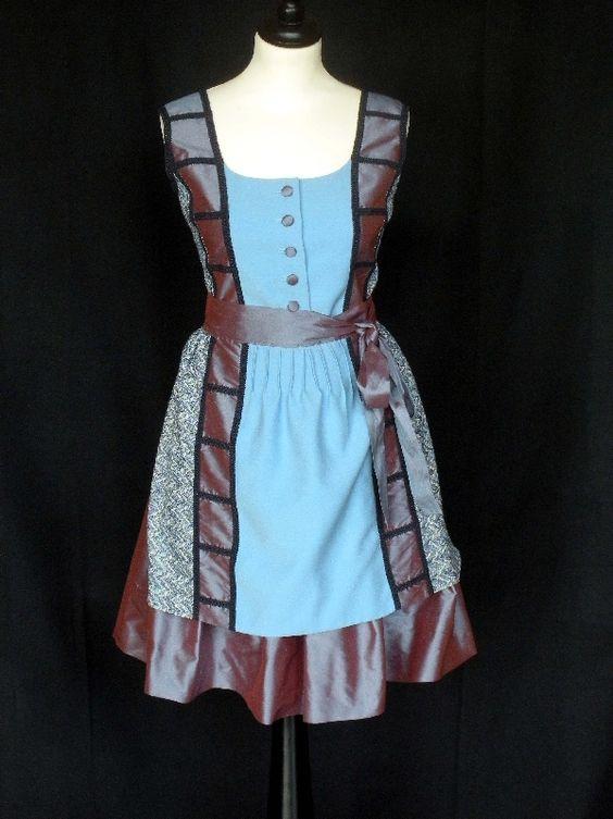 Italien Für dieses Dirndl wurden Stoffe aus der Alta Moda verwendet, die Kombination der Stoffe ist inspiriert von der italienischen  Modefirma Etro.