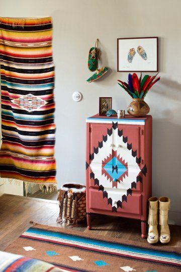 Un meuble peint au motif indien motifs design et amour for Peinture deco meuble