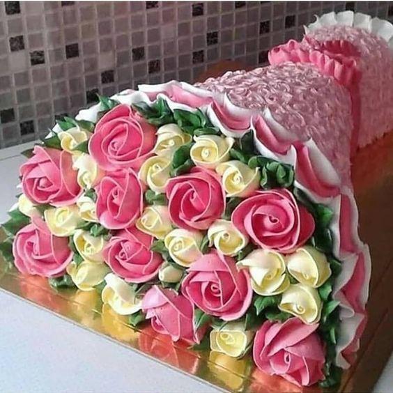 Marque aquela pessoa que ama bolo floral 💕 #cakedesigner #cakedesign #sugart #instagramcakes #bolodecorado #bolosdecorados #cakestand…