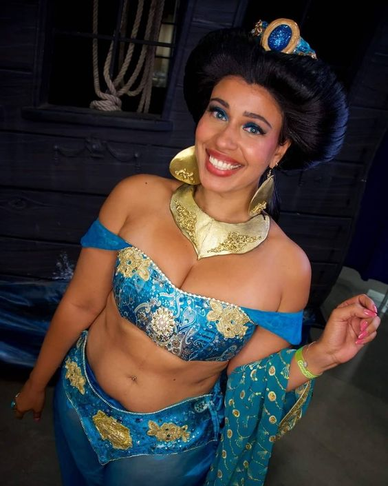 jasmine cosplay and wig  tutorial www.youtube.com/hsamablog    cosplay by @hsamablog using @yayahan fabrics @cosplayfabrics      #princessJasmine #hsamablog #JASMINE #cosplay #cosplayer #cosplayutah #cosplaybr #disneyprincess #disney #bodypositive #blackcosplayer