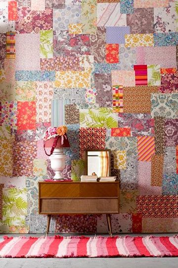idea para empapelar las paredes con papel de regalo