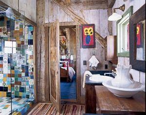 Banheiro rústico com ladrinhos hidráulicos