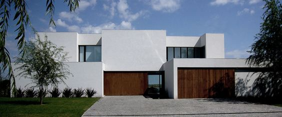 Casa BR by KLM Arquitectos | HomeDSGN, a daily source for inspiration and fresh ideas on interior design and home decoration.