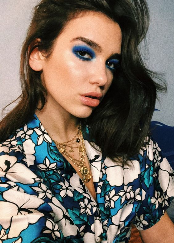 Pinterest: DEBORAHPRAHA ♥️ Dua lipa all blue eyeshadow makeup look