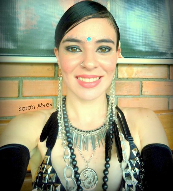 I just love to be a tribal fusion dancer! =D  Eu amo ser uma dançarina do tribal! =D
