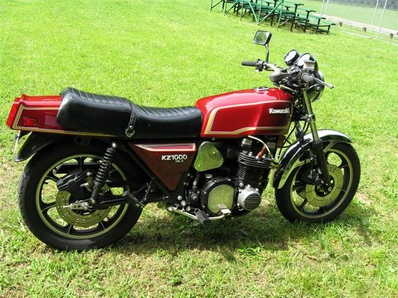 THIS WAS MY 1ST MOTORCYCLE, 1981 KAWASAKI 1000 MK 11 SHAFT DRIVE, I BEGGED AND PLEADED WITH MY DAD FOREVER, AND YOU KNOW WHAT HE TOLD ME,IF YOUR GONNA GET YOUR 1ST BIKE MIGHT AS WELL BE BIG AND FAST,,WHAT A COOL DAD,,,AFTER 1 YEAR SOMEONE CRASHED INTO ME COMING OUT OF COLLAGE , 2 BROKEN LEGS, 2 BROKEN ARMS, DISLOCATED SHOULDER,SHATTERED LEFT KNEECAP,WHEN 1 GOT MY SETTLEMENT 3 YEARS LATER,,I BOUGHT A BRAND NEW 1985 KAWASAKI 750  TURBO,HEY WHAT THE HELL,,