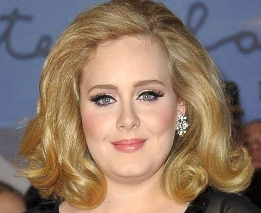 Tendenza make-up inverno 2014: eyeliner, eyeliner, eyeliner!   Uno dei trend più forti dell'A/I 2014 è il ritorno, in grande spolvero, dell'eyeliner. Discreto, da gatta, sfumato, definito, classico o retrò, trova il tuo stile ispirandoti a queste celebrità.