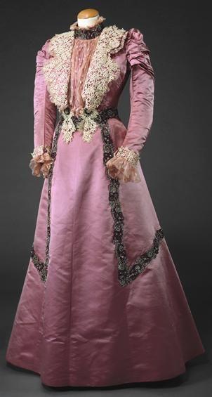 Edwardian dress c. 1900