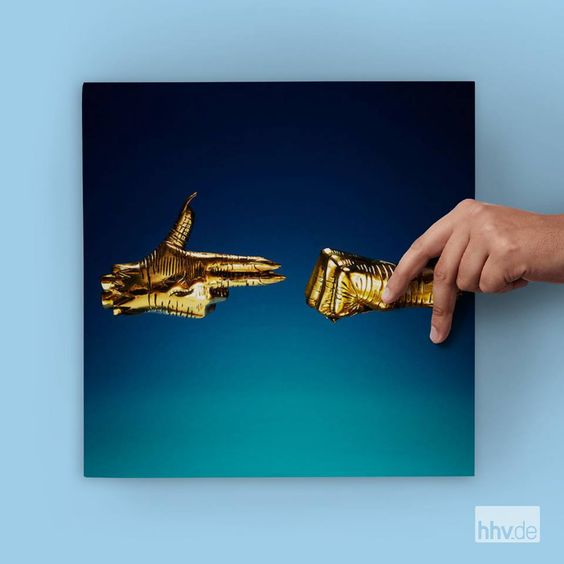 Since summer 2016 there are rumours about »Run The Jewels 3«. Now it's announced for early 2017 and comes as CD, 2LP or 2LP Deluxe Edition pressed in golden vinyl and a gold chain! Their highly anticipated new album features Danny Brown, Kamasi Washington, TV On The Radio's Tunde Adebimpe and more.