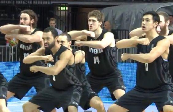 ¿Te dan miedo? Mira la haka de los jugadores de Nueva Zelanda. Estarán en el Mundial - @KIAenZona #baloncesto #basket #basketbol #basquetbol #kiaenzona #equipo #deportes #pasion #competitividad #recuperacion #lucha #esfuerzo #sacrificio #honor #amigos #sentimiento #amor #pelota #cancha #publico #aficion #pasion #vida #estadisticas #basketfem #nba
