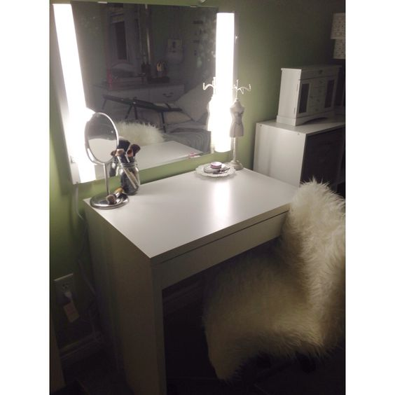 Makeup and hair vanity ikea micke desk ikea mirror ikea for Miroir hollywood ikea