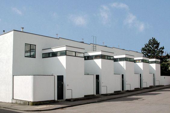 H userzeile wei enhofsiedlung in stuttgart der chef ist for Villas weissenhofsiedlung