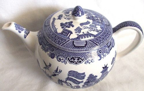vintage johnson brothers TEAPORS | Vintage Johnson Brothers England Blue Willow Teapot
