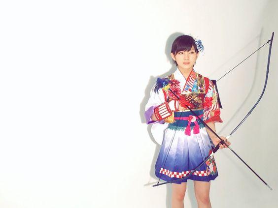 岡田奈々弓矢を持ってかっこいい衣装