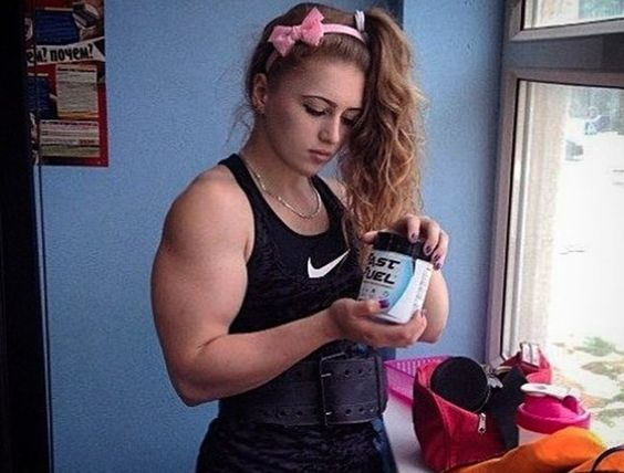 7 Selfies of the Most Muscular Young Girl You'll EVER see!