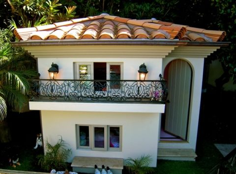 Mediterranean dog house...CUTE! Paris Hilton's amazing custom dog mansion. Amazing #DogHouse and Adorable Puppies to Pin