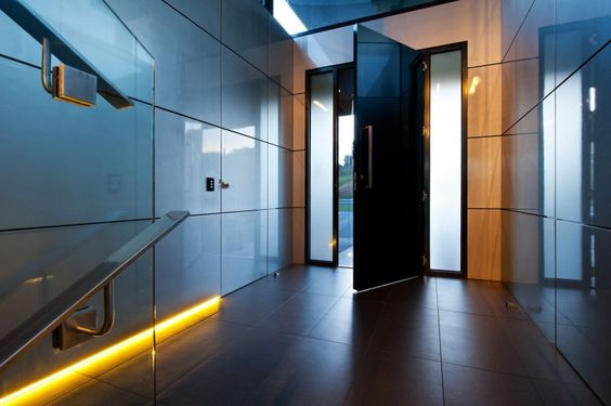 Glowing Wandana Heights Residence by James Deans & Associates | Wave Avenue