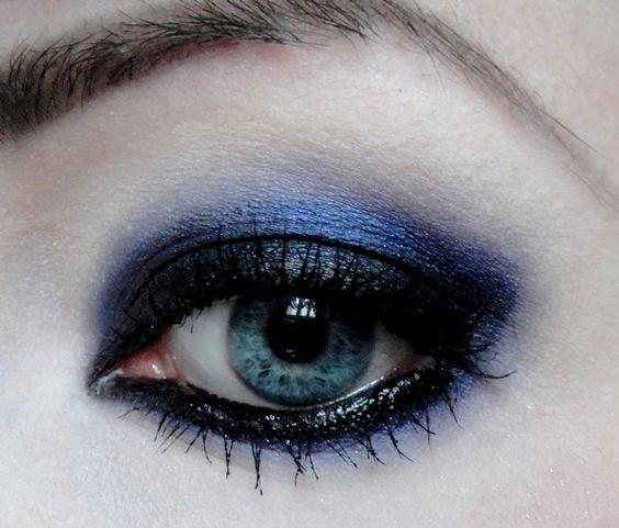 Augen-Make Up Dark Purple