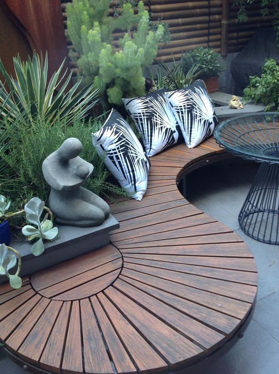 Interesting Outdoor Seating And Table With Garden Builtin