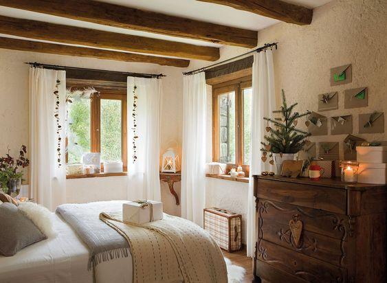 Dormitorio r stico de colores neutros con decoraci n - Decoracion navidena rustica ...