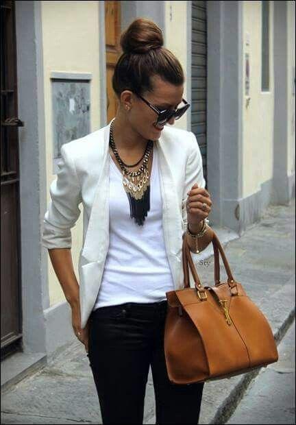 Blazer branco e jeans preto