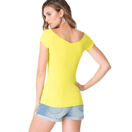 Bebe Logo doble cuello en V T-Shirt Top Cristales Camiseta acanalada (M, Amarillo (SAU)) en la tienda de ropa de las mujeres del Amazonas:
