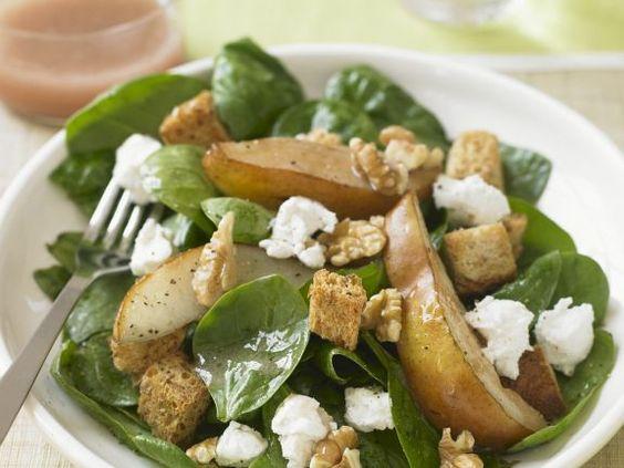 Salat aus Spinat, Birnen, Nüssen und Feta ist ein Rezept mit frischen Zutaten aus der Kategorie Obstsalat. Probieren Sie dieses und weitere Rezepte von EAT SMARTER!