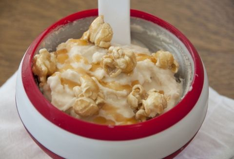 The soft serve ice cream is just soft enough to stir in crushed caramel popcorn, and for extra fun, is sprinkled with whole caramel popcorn and caramel drizzle. Caramel Popcorn Soft Serve Ice Cream. Teamlindahls