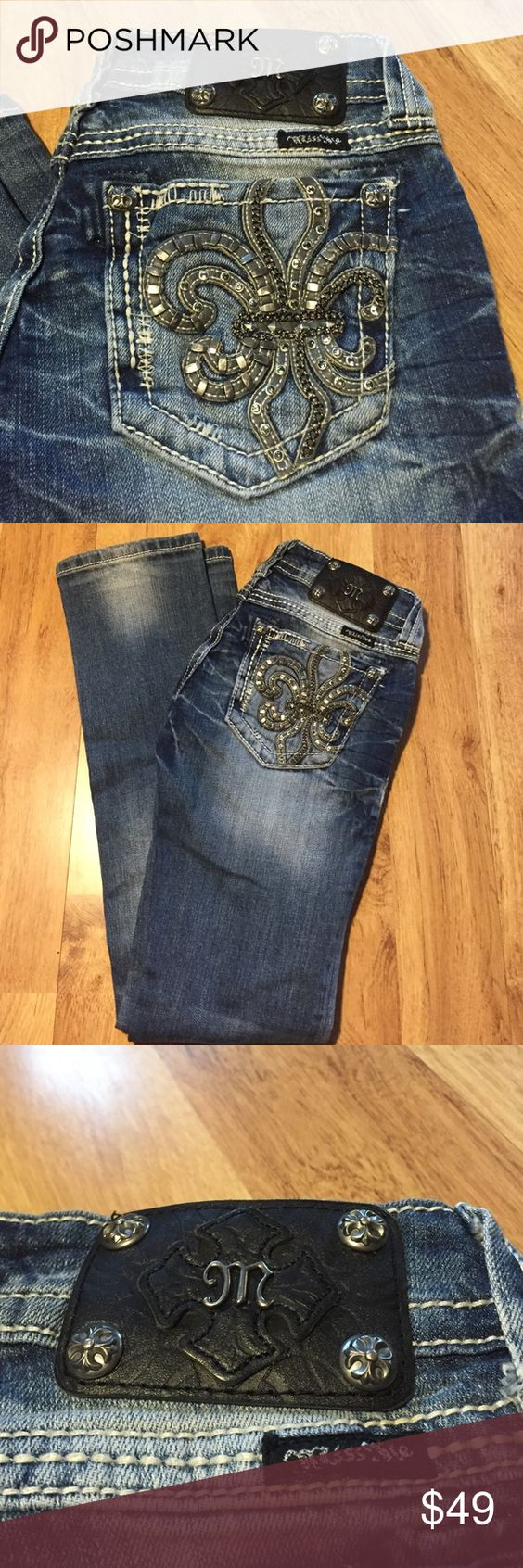 Miss me jeans size 25 straight leg✨ Miss me jeans size 25 straight leg✨excellent condition . All bling intact!! Miss Me Jeans Straight Leg