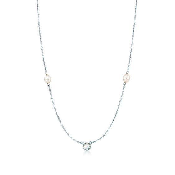 Elsa Peretti® Color by the Yard Silberhalskette mit einem Mondstein. | Tiffany & Co.