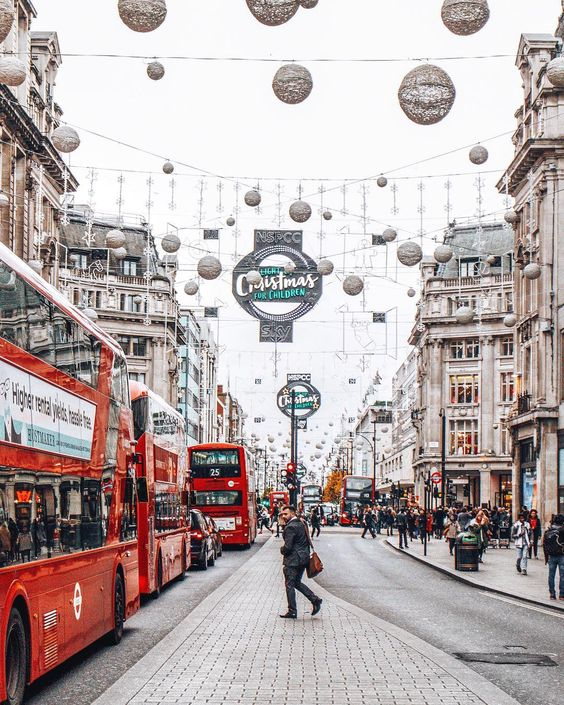 Looking for the most instagrammable places in London? From cute cafés to floral facades, from hidden mews to colourful houses, London has it all!