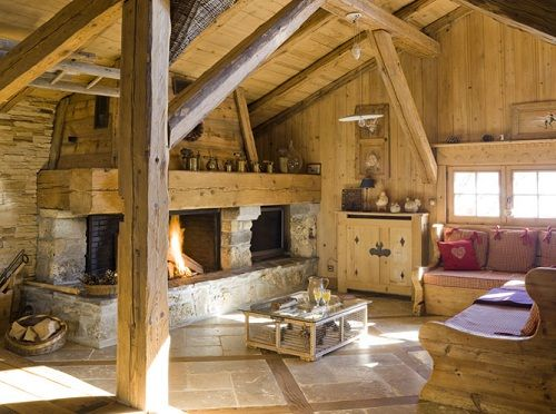 montagne chalet int rieur d un chalet chemin e meubles en bois du jura charpente en bois poutres. Black Bedroom Furniture Sets. Home Design Ideas