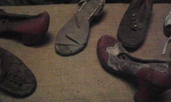 Auschwitz. Zapatos de judíos y judías.
