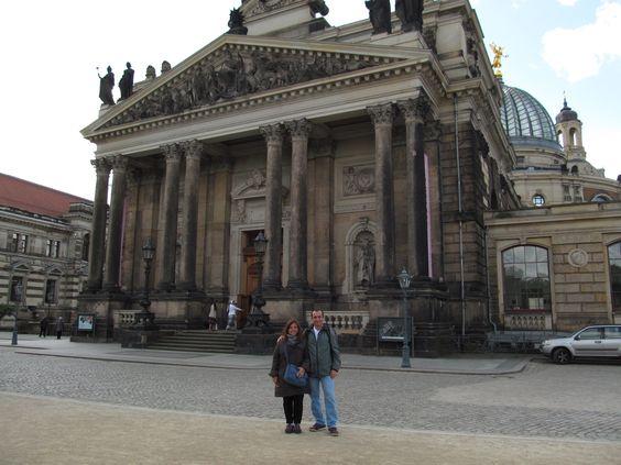 Observar na cidade de Dresden os prédios monumentais que foram destruídos na Segunda Guerra. Alemanha