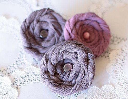 Broche fleur tissu roulé