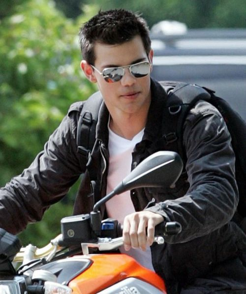 Taykor lautner hairstyle in abduction top men hairstyles taykor lautner hairstyle in abduction top men hairstyles pinterest taylor lautner urmus Image collections