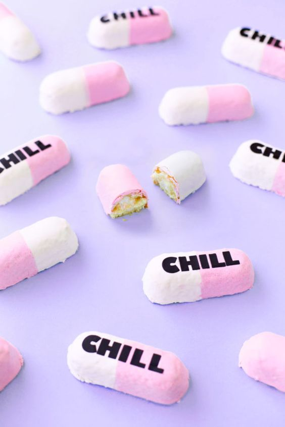 Could you like chill for a sec? Turn store-bought twinkies into chill pill twinkies with this fun semi-homemade dessert hack! - From studiodiy.com