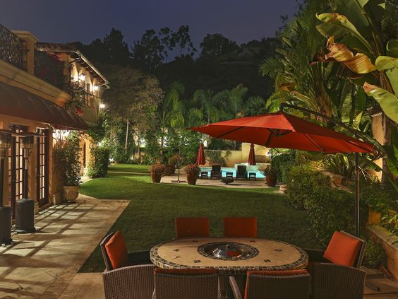 La nouvelle villa de rêve à Beverly Hills de Sofia Vergara. Ici la terrasse.