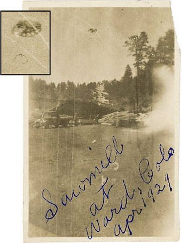 UFO Sightings: Old Unmanipulated UFO Pics That Really Make You Wonder